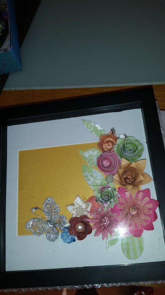 Altnerative 3Dphoto frame using #papercraft #flowers #embelleshments